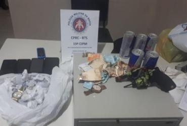 Dois homens são presos e PMs recuperam R$ 3,2 mil após assalto em Paripe | Divulgação | SSP