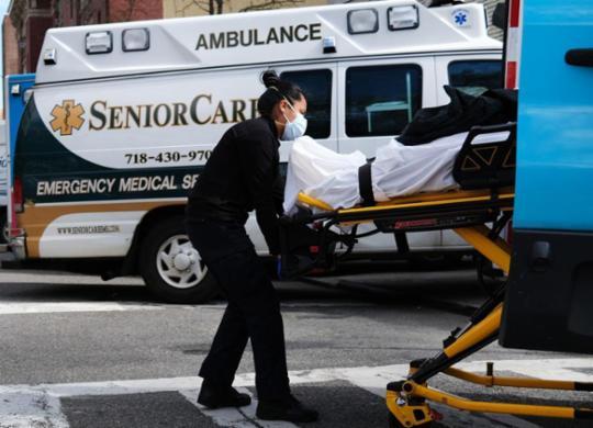 Com mais de um milhão de infectados, Covid-19 confina metade da humanidade | Spencer Paltt | AFP