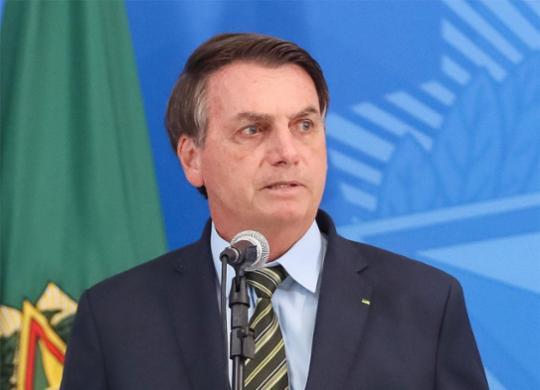 Bolsonaro sanciona auxílio emergencial e abre crédito de R$ 98 bilhões | Isac Nóbrega | PR