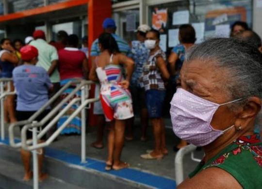 Decreto obriga bancos a organizarem filas respeitando distanciamento social | Rafael Martins | Ag. A TARDE