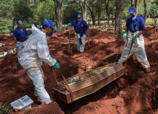 Brasil registra 72 mortes por covid-19 em 24h; total sobe para 431 | AFP