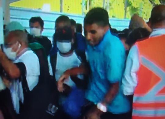 Multidão se aglomera no ferry boat pra curtir feriado e se expõe à Covid-19 | Reprodução | TV Band
