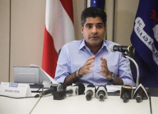 """""""Aproximadamente 110 novos ônibus reforçarão a frota"""", diz ACM Neto   Felipe Iruatã   Ag. A TARDE"""