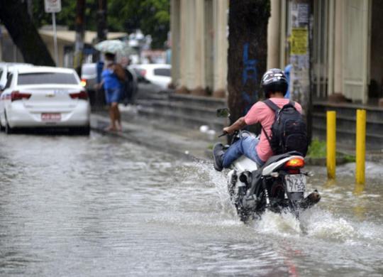 Tempo deve permanecer instável em Salvador até quarta-feira, diz Codesal   Shirley Stolze   Ag. A TARDE