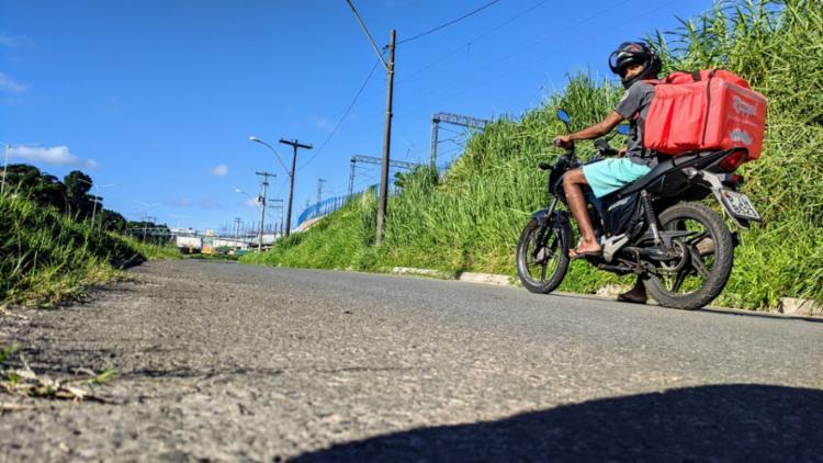 """Roberto Santos, 27, motoboy: """"Não existe isso de ficar em casa pra ladrão. Ela sai pra roubar""""   Foto: Arquivo Pessoal"""