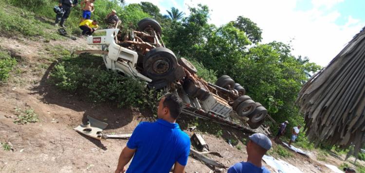 Acidente aconteceu no trevo de Muritiba   Foto: Reprodução   Redes sociais - Foto: Reprodução   Redes sociais