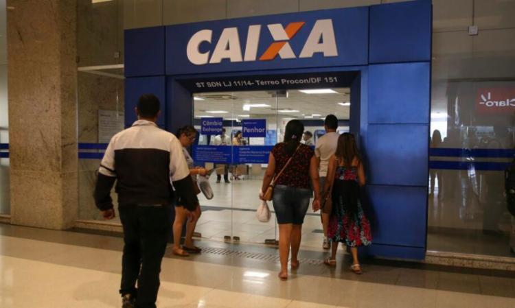 Os cadastrados que tiveram o benefício aprovado têm direito a três parcelas de R$ 600 cada - Foto: Agência Brasil