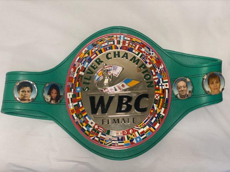 Adriana é campeã mundial da categoria silver WBC   Foto: Arquivo Pessoal