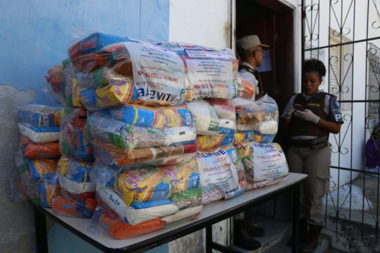 Doações foram realizadas pela Base Comunitária de Segurança (BCS) do bairro | Foto: Alberto Maraux | SSP - Foto: Alberto Maraux | SSP