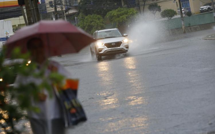 Previsão da Codesal é que chuva possa causar alamentos na cidade | Foto: Rafael Martins | Ag. A TARDE - Foto: Rafael Martins | Ag. A TARDE
