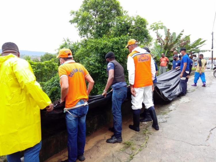 Defesa Civil realiza trabalho em área de deslizamento | Foto: Ascom | PMSA