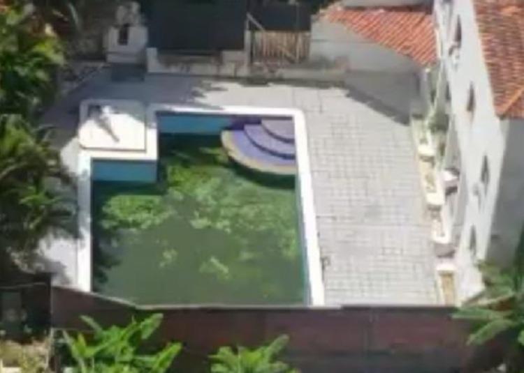 Morador da Boca do Rio denuncia vizinho por piscina abandonada | Foto: Arquivo Pessoal - Foto: Arquivo Pessoal