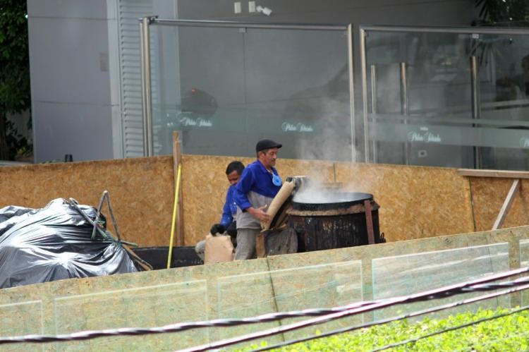 Moradores se queixam de cheiro forte que exala da queima de um produto químico   Foto: Reprodução   Cidadão Repórter - Foto: Pedro Cavalcante   Cidadão Repórter