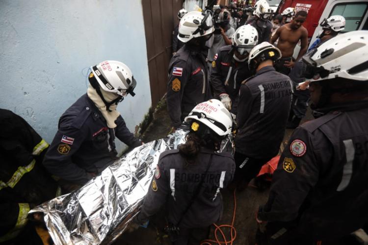 Resgate de Maria Conceição Braga Teixeira, no desabamento que ocorreu em Águas Claras | Foto: Felipe Iruatã | Ag A TARDE - Foto: Felipe Iruatã | Ag A TARDE
