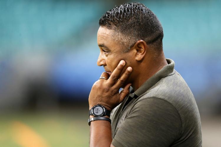 Roger igualou a marca de Arturzinho, último treinador a ficar um ano no Tricolor | Fotos: Felipe Oliveira | EC Bahia - Foto: Felipe Oliveira | EC Bahia