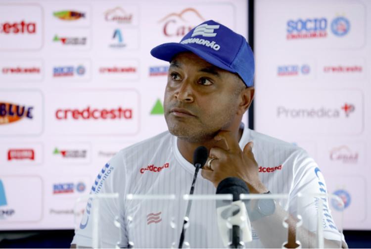 O treinador comandou a equipe em 56 jogos, com 22 triunfos, 17 empates e 17 derrotas