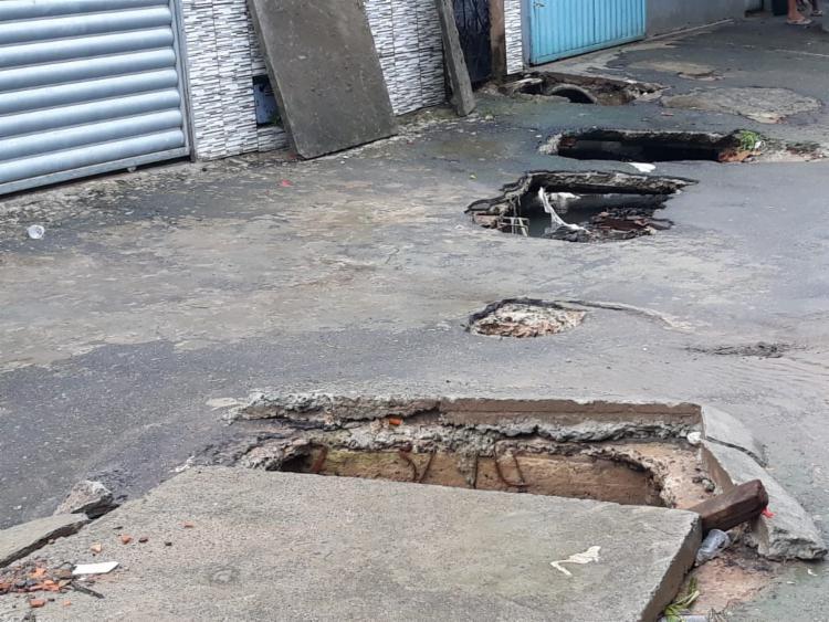 Valas abertas estão preocupando moradores da região - Foto: Foto: Cidadão Repórter