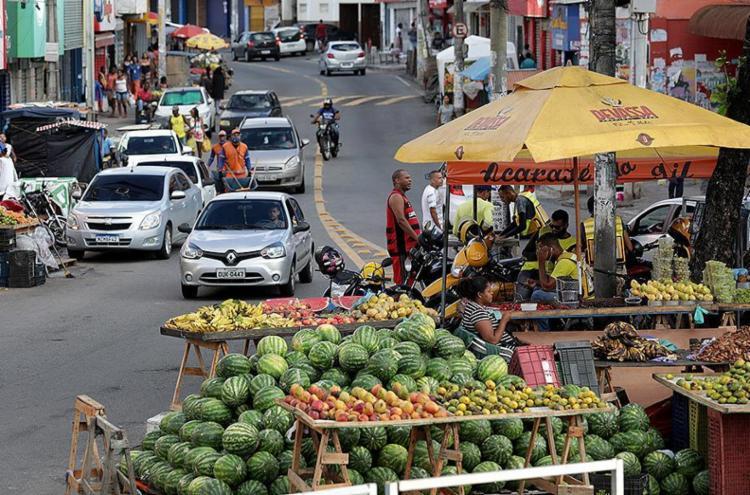 Em Salvador, 40% dela [população] tem renda inferior a meio salário mínimo - Foto: Adilton Venegeroles | Ag. A TARDE