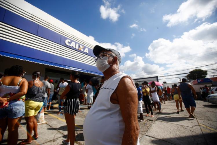 Medida visa evitar o deslocamento dos cidadãos aos bancos | Foto: Laryssa Machado | Ag. A TARDE - Foto: Laryssa Machado | Ag. A TARDE