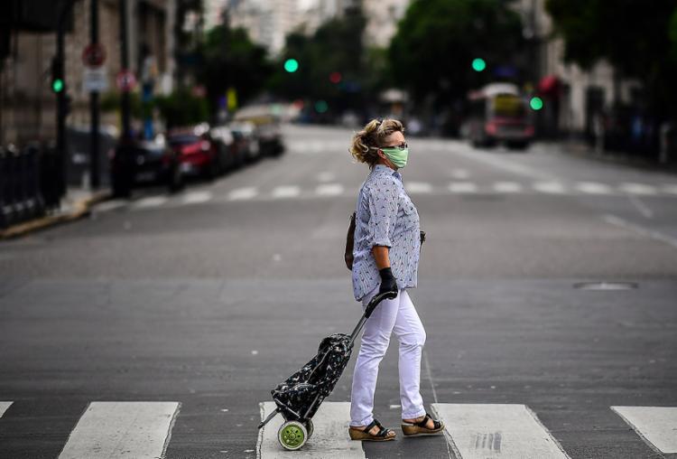 É o isolamento social que vai permitir que a economia se recupere de forma rápida e sustentada   Foto: Ronald Schemidt   AFP - Foto: Ronald Schemidt   AFP