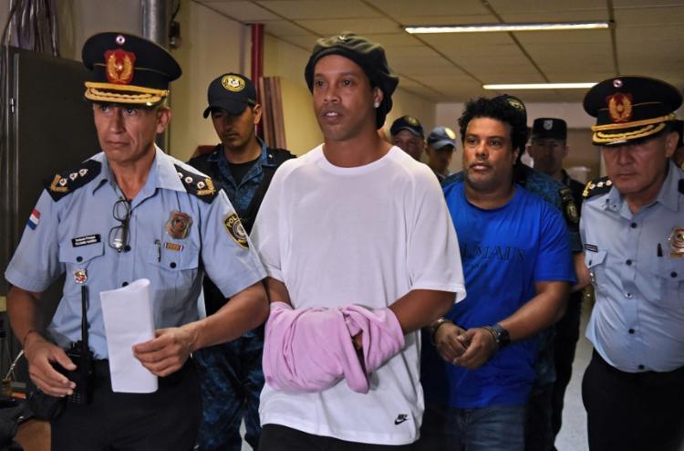 R10 e irmão são acusados de entrarem no país com documentos paraguaios de conteúdo falso | Foto: Norberto Duarte | AFP - Foto: Norberto Duarte | AFP