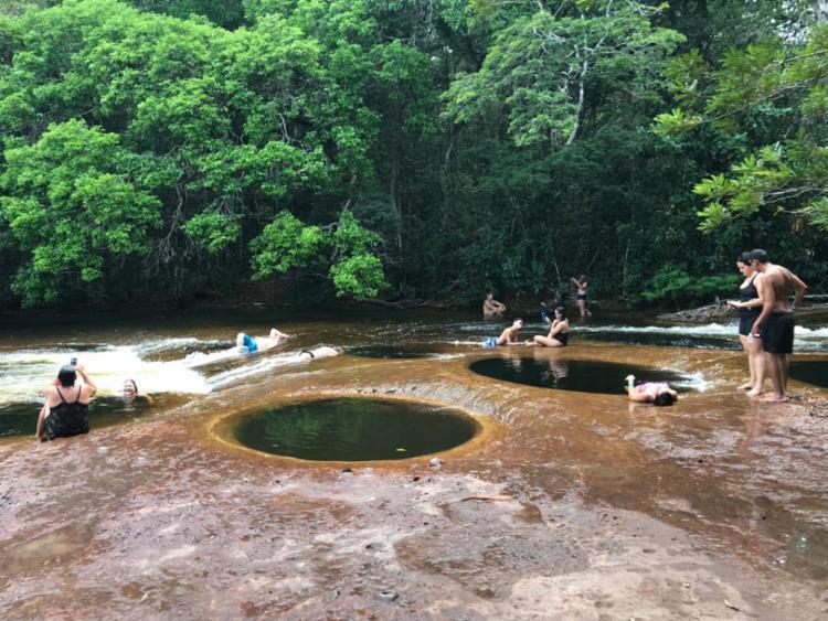 Em Mutum há buracos com água, bons para tomar banho | Foto: Flavimir Guimarães | Divulgação
