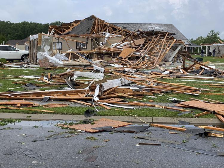 Os tornados provocaram danos