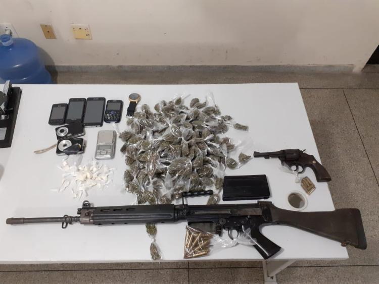 Cerca de 200 trouxas de maconha foram encontradas com o grupo | Foto: Divulgação | SSP - Foto: Divulgação | SSP