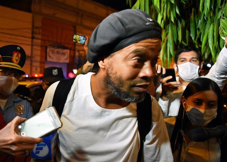 Os advogados de defesa pagaram fiança no valor de 1,6 milhão de dólares para os dois brasileiros | Foto: Norberto Duarte | AFP - Foto: Norberto Duarte | AFP