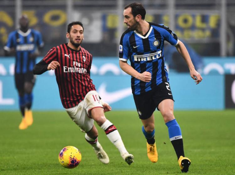 O futebol foi suspenso na Itália em 9 de março e as medidas de contenção permanecerão em vigor até pelo menos o dia 3 de maio | Foto: Marco Bertorello | AFP - Foto: Marco Bertorello | AFP
