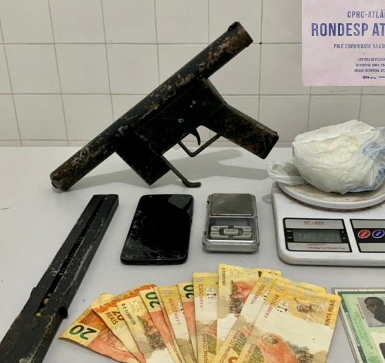 O suspeito foi encaminhado, junto com os materiais apreendidos, para a Central de Flagrantes | Foto: Divulgação | SSP - Foto: Divulgação | SSP