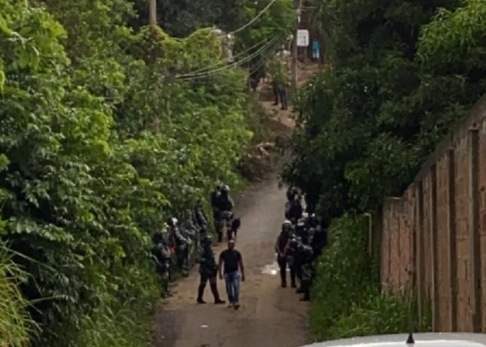 Equipes do Batalhão de Choque durante desapropriação | Foto: Cidadão Repórter