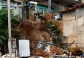 Famílias deixam imóveis após deslizamento na Gamboa | Reprodução | Cidadão Repórter