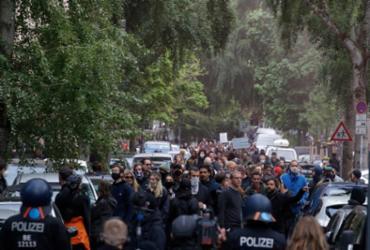 Na Alemanha, protestos contra confinamento causa tumultos no 1º de maio | Odd Andersen | AFP