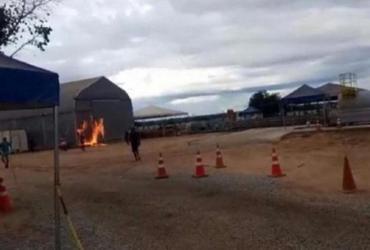 Moradores incendeiam alojamento de pacientes com Covid | Reprodução