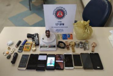 Homem acusado de assalto é flagrado com pertences em Camaçari