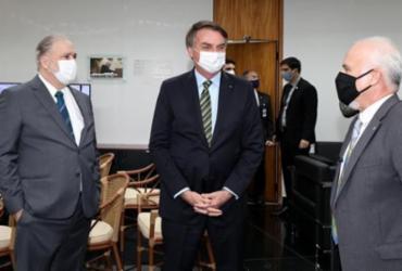 Bolsonaro abandona cerimônia online e vai pessoalmente a PGR | Marcos Corrêa | PR