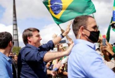 Bolsonaro cumprimenta apoiadores em ato em Brasília | Reprodução | Agência Brasil