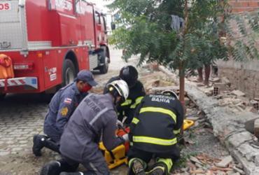 Muro desaba e deixa duas pessoas feridas em Itaberaba