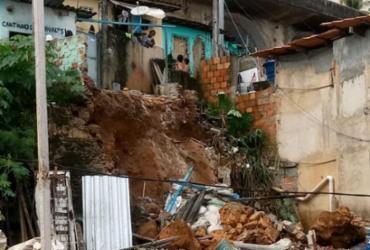 Após deslizamento de terra, três famílias são evacuadas de imóveis na Gamboa | Reprodução | Cidadão Repórter