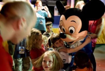 Disney World e outros parques temáticos da Flórida irão reabrir até julho | Jim Watson | AFP