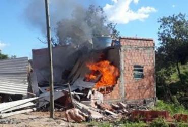 Incêndio mata quatro pessoas da mesma família em Pindaí   Foto: Reprodução   Achei Sudoeste