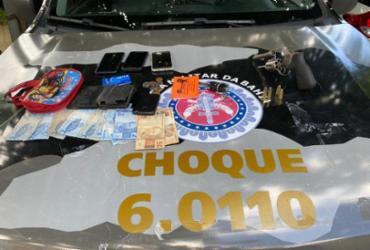 Casal suspeito de assaltos é flagrado com carro roubado em Sussuarana | Divulgação | SSP
