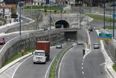 Deslizamento de terra atinge acesso à Via Expressa; trecho é interditado | Luciano da Matta | Ag. A TARDE