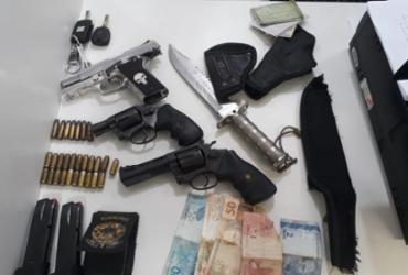 Trio é preso após ser flagrado com armas e faca dentro de carro em Itapuã | Divulgação | SSP
