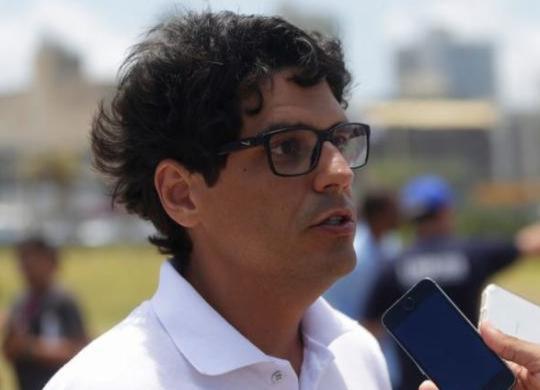 Limpurb vai desinfectar ruas de Salvador com trator de pulverização   Joá Souza   Ag. A TARDE
