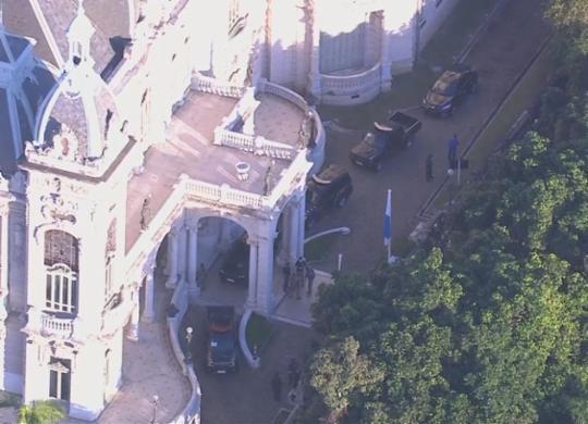 PF deflagra operação e faz buscas na residência oficial do governador Wilson Witzel   Reprodução   TV Globo