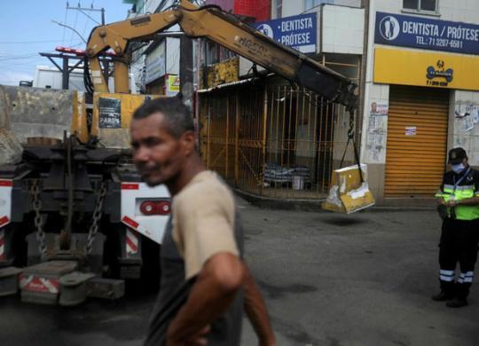 Novas medidas restringem circulação em mais dois bairros | Felipe Iruatã | Ag. A TARDE