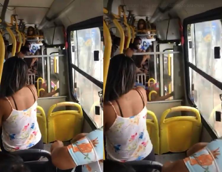 No vídeo, é possível ver a mulher sento chutada para fora do veículo| Foto: Reprodução | Youtube - Foto: Reprodução | Youtube