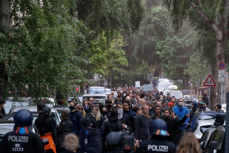 Esse grupo vê nas medidas de confinamento uma violação das liberdades individuais | Foto: Odd Andersen | AFP - Foto: Odd Andersen | AFP